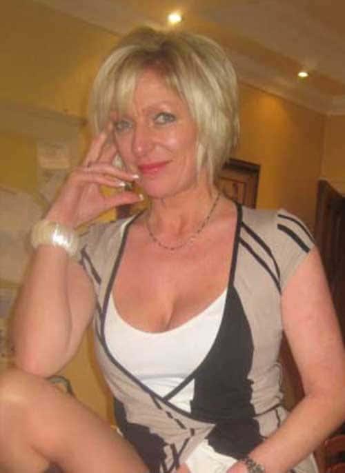 Mature blonde de 48 ans au regard coquin