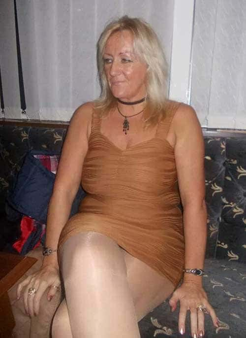 Vieille femme cougar chaude